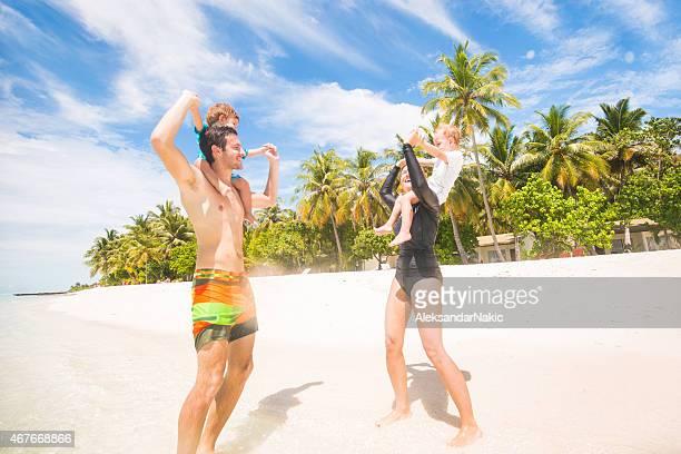 Familie, die Spaß am Strand