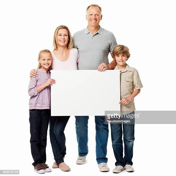 Familie hält eine leere Schild-isoliert