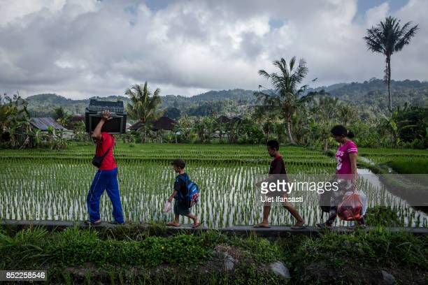 KARANGASEM BALI INDONESIA SEPTEMBER 23 A family I Wanyan Minggu carry television and their belongings from their house as they evacuated them self to...