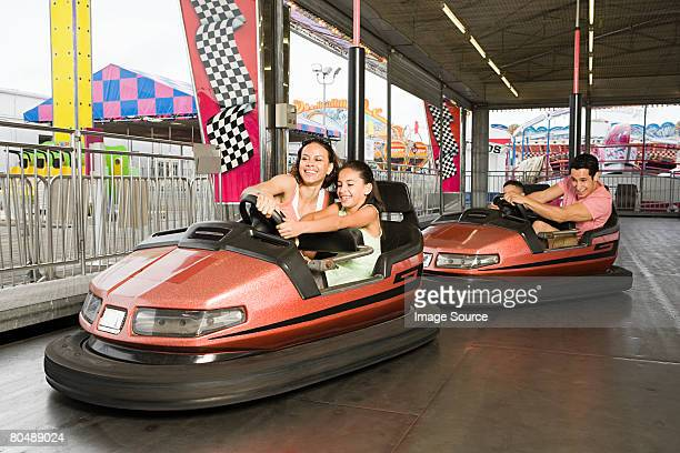 Familie in bumper cars