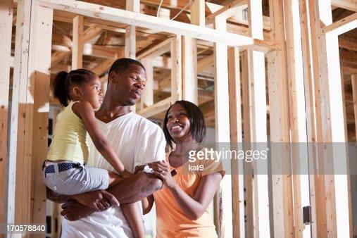 Familie im Haus im Bau