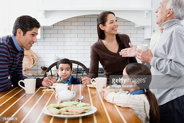 Famille en cuisine
