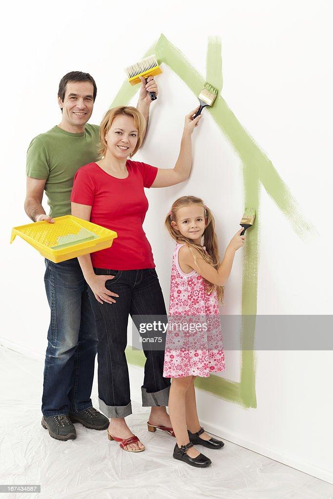 Familia en su nuevo hogar : Foto de stock