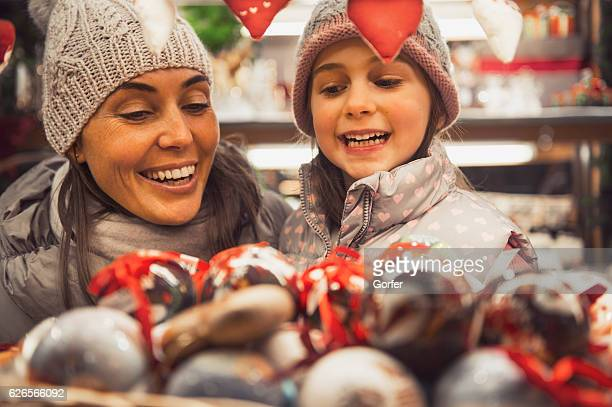 Family is looking forward to Christmas shopping - viatge look