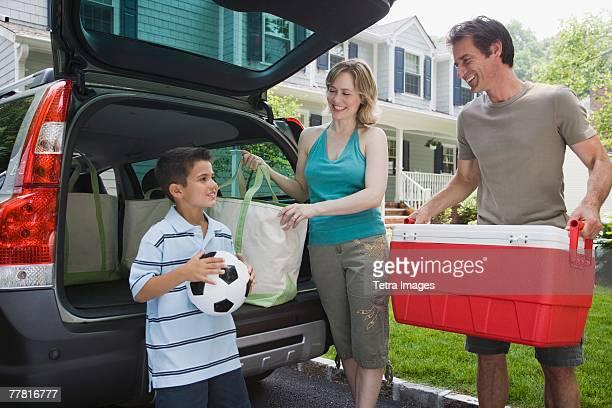 Family loading car for picnic