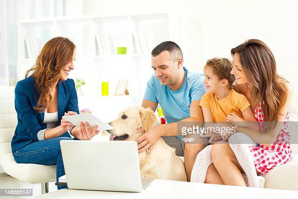 Familie treffen mit Financial Advisor
