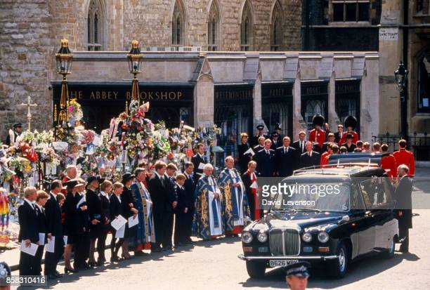 Family members including Diana's mother Frances ShandKydd Diana's elder sister Lady Sarah McCorquodale the 9th Earl Charles Spencer Prince William...
