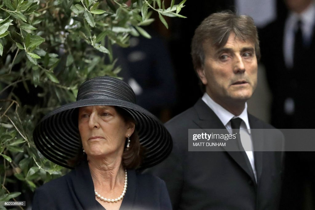 Family members pay their respects after the funeral service of the 2nd Countess Mountbatten of Burma, Patricia Knatchbull at St Paul's Church in Knightsbridge, London on June 27, 2017. / AFP PHOTO / POOL / Matt Dunham