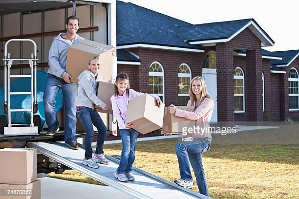 Casa móvil de la familia, camión de descarga