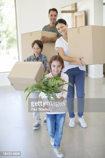 Família movendo-se para nova casa