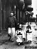 A family near the consulate in Chinatown San Francisco 1904 | Location Chinatown San Francisco California USA