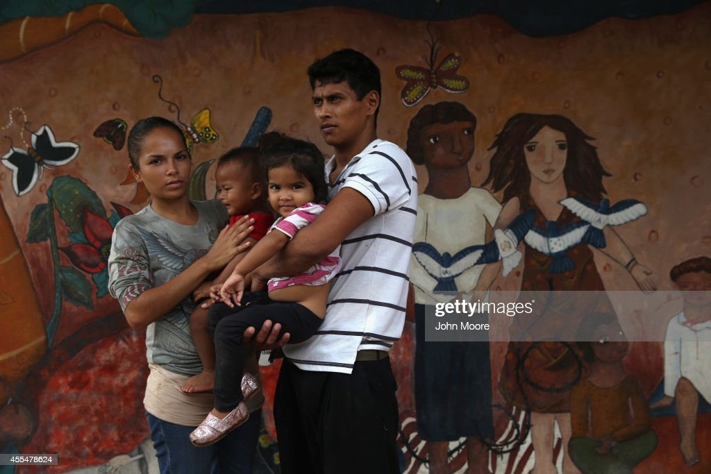 A family of immigrants arrives from Honduras to a shelter for undocumented immigrants on September 15 2014 in Tenosique Mexico The family including...