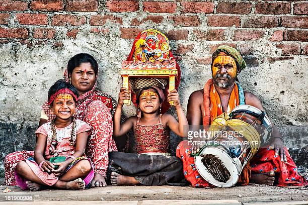 Family of street artists