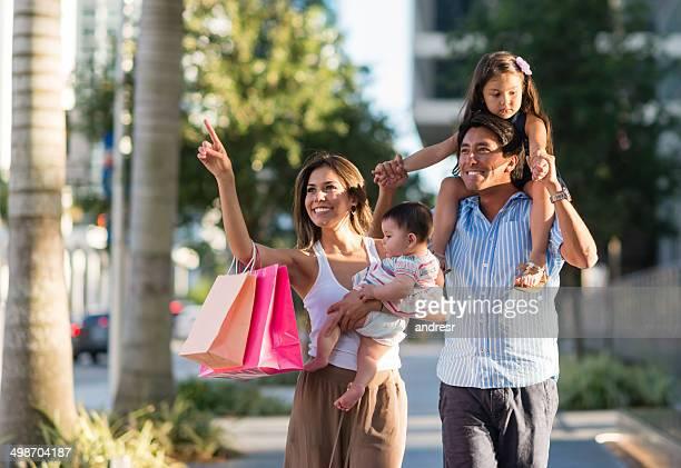Familie auf eine Einkaufstour