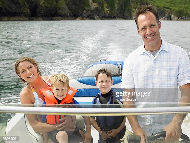 Familie auf dem Boot