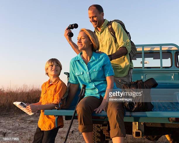 Famille sur l'aventure en plein air