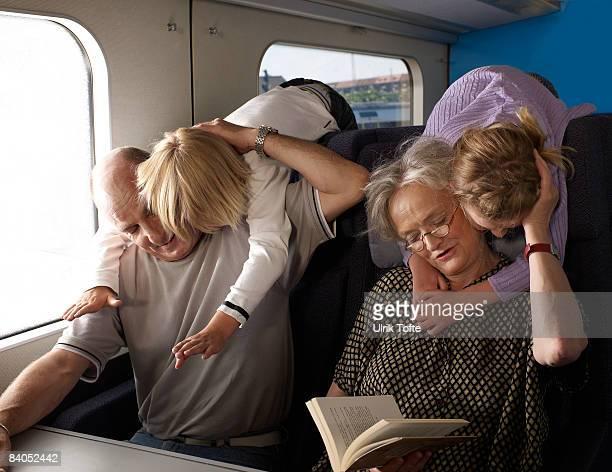 Familie auf Zug
