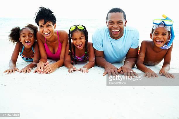 Família de férias na praia