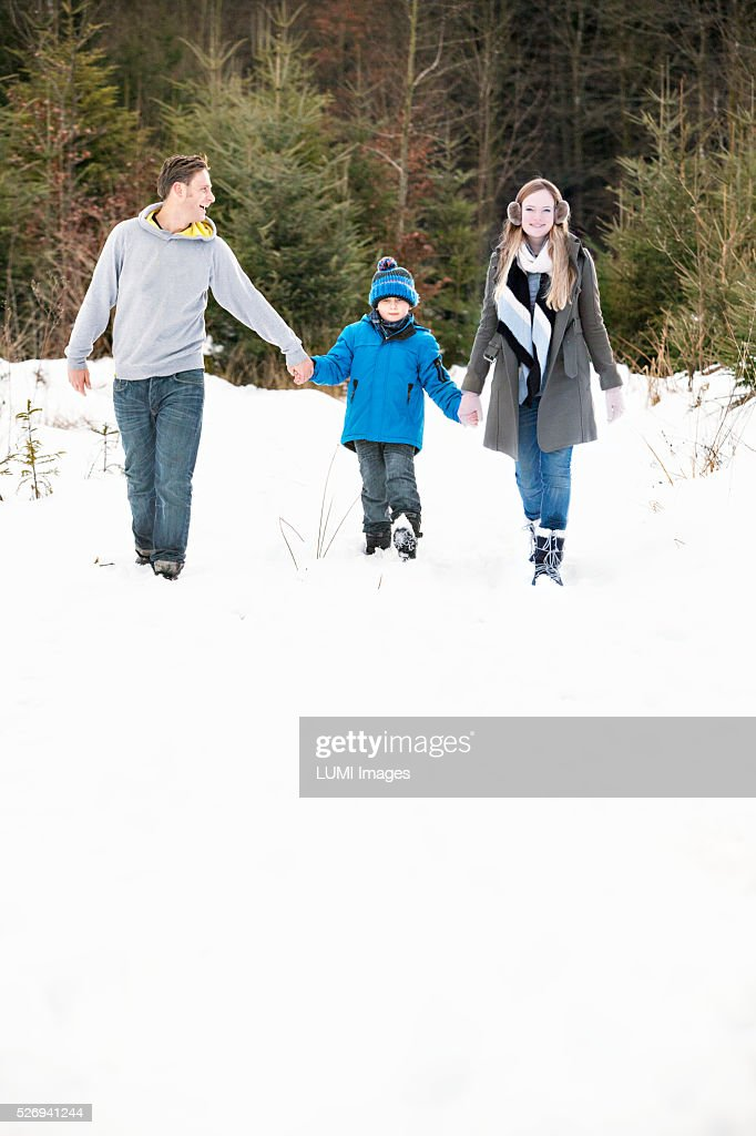 Family on winter walk, Bavaria, Germany : Stockfoto