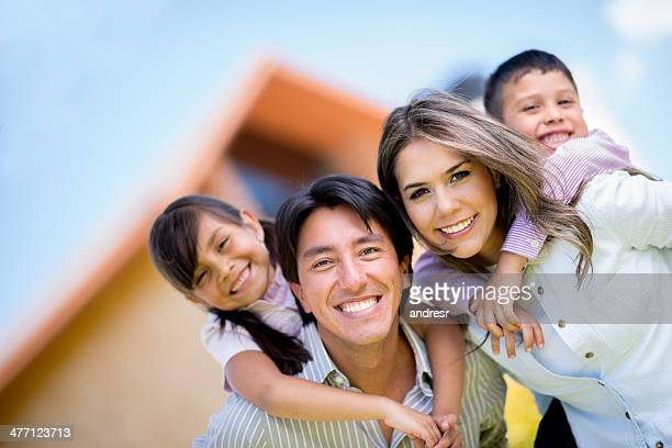 Familie außerhalb Ihres Hauses