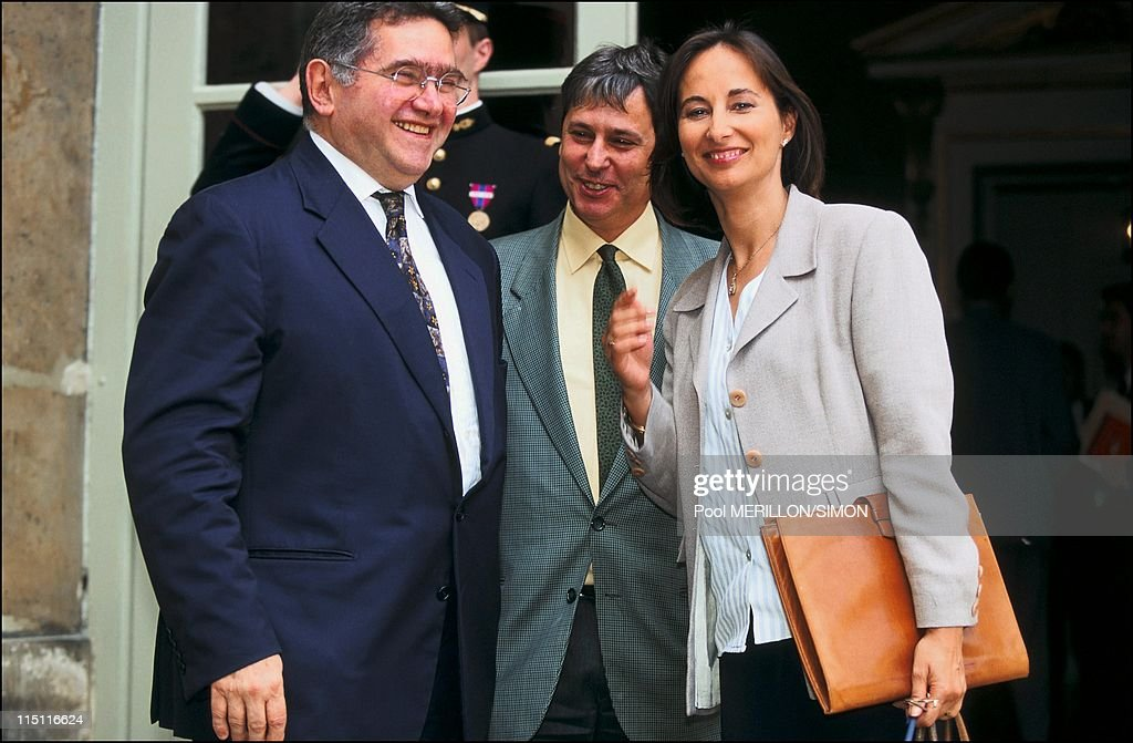Family photo of the Government - Jospin in Paris, France on June 12, 1997 - <a gi-track='captionPersonalityLinkClicked' href=/galleries/search?phrase=Claude+Allegre&family=editorial&specificpeople=2592673 ng-click='$event.stopPropagation()'>Claude Allegre</a>, Jean Pierre Masseret and <a gi-track='captionPersonalityLinkClicked' href=/galleries/search?phrase=Segolene+Royal&family=editorial&specificpeople=546504 ng-click='$event.stopPropagation()'>Segolene Royal</a>.