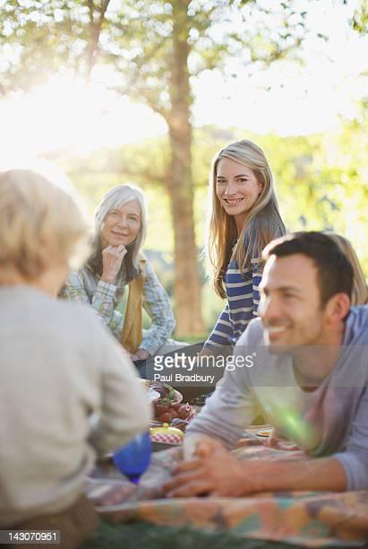ご家族ご一緒に屋外でのピクニック