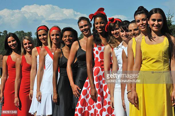 Family picture of Brandt Vittel carrefour and Le Credit Lyonnais hostesses taken on July 25 2009 in Montelimar before the start of the 167 km and...