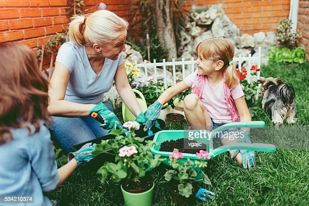ご家族のお集まりには、花を植えるお楽しみいただけます。