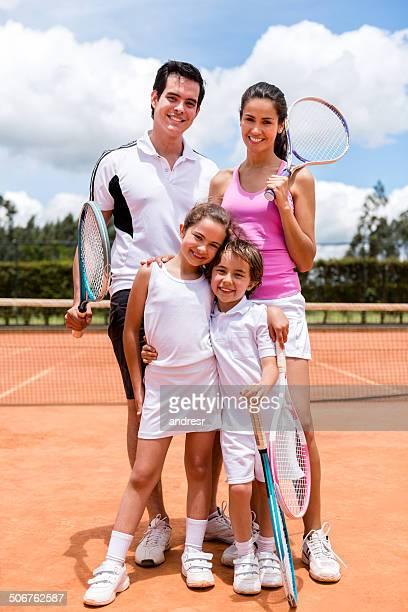 Família jogar ténis
