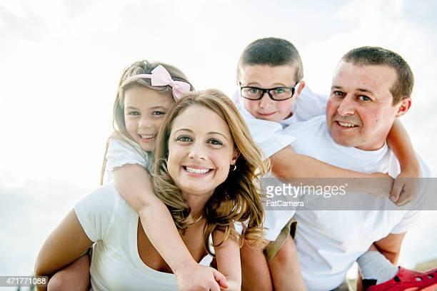 公園で家族のポートレート
