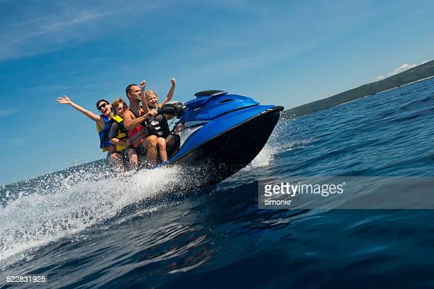 Famille prendre une Moto des mers
