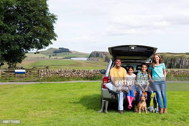 Autoreise mit der Familie in der Landschaft