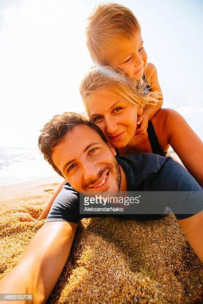 Famille selfie à la plage