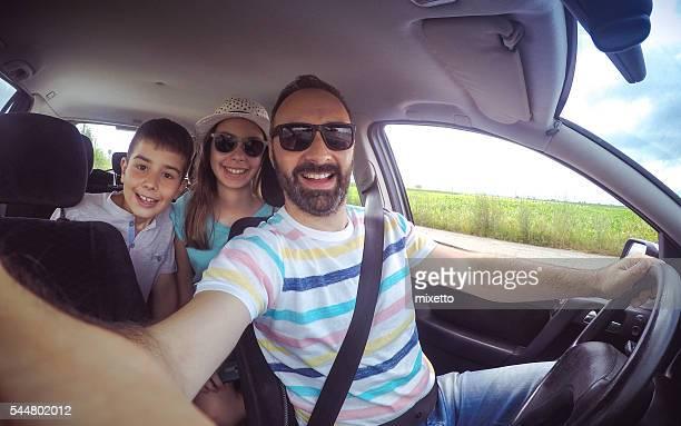 Famille selfie dans la voiture