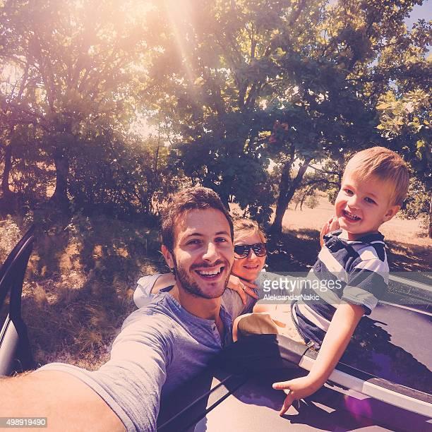 Familia selfie en la naturaleza