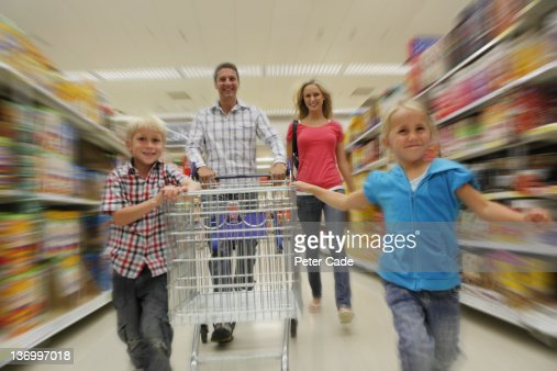 family shopping in supermarket : Bildbanksbilder