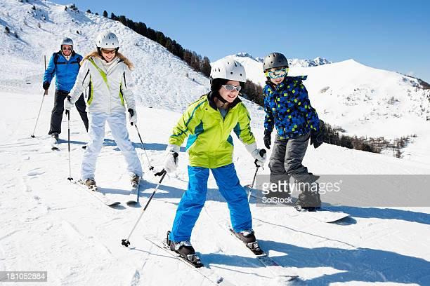 Skifahren mit der Familie in Urlaub