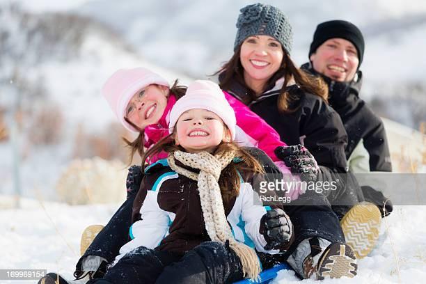 Familia paseos en trineo