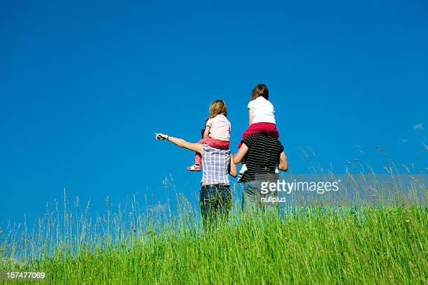 家族のトップに立つ丘