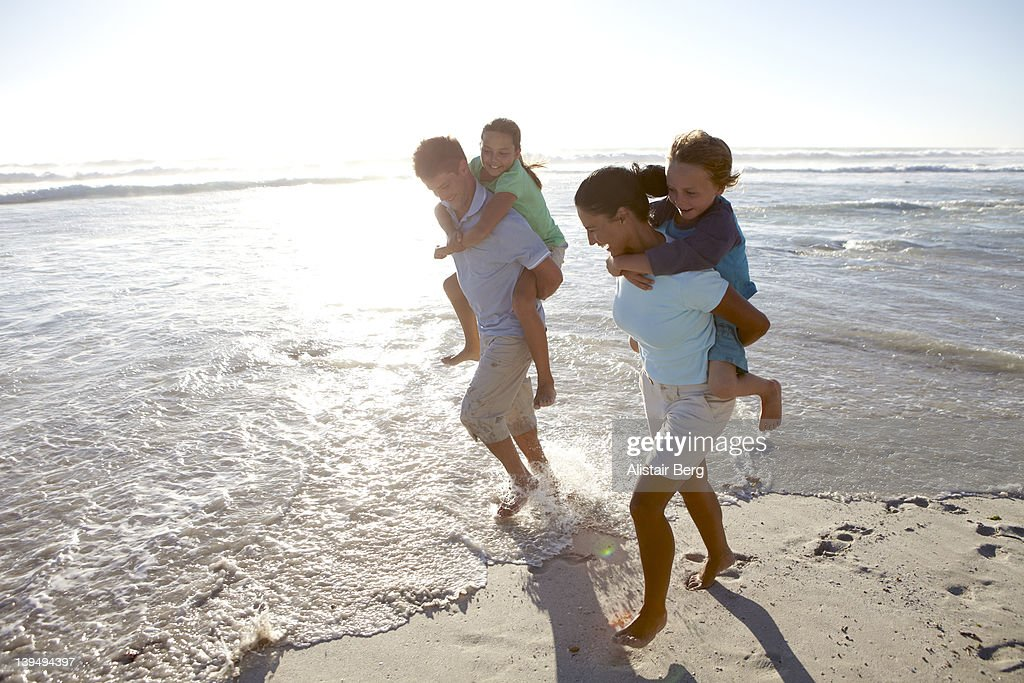Family together on a beach : Stockfoto