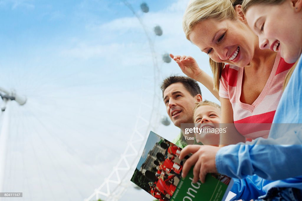 Family Traveling in London : Stock Photo