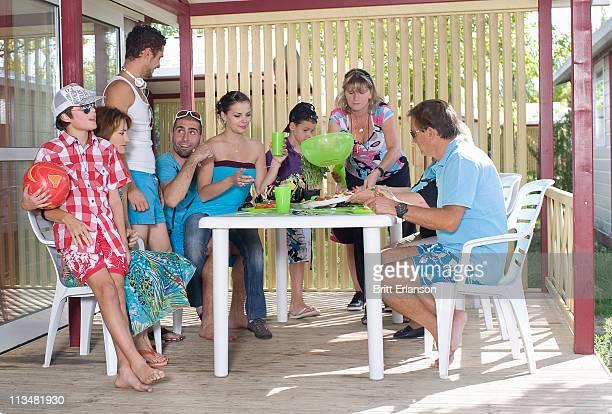 ご家族でのバケーションでのピクニックのテラス
