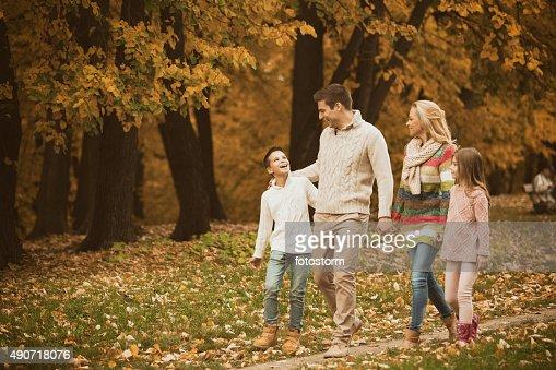 ファミリー公園を散歩して、秋に