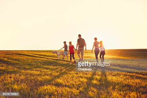 Family with dog on the trip : Foto de stock