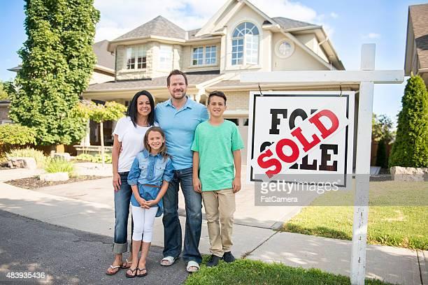 """Familie mit """", verkauft für Verkauf real estate sign"""