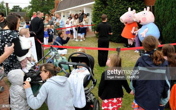 Family's line up to meet 'Peppa Pig and George' at Lingfield Park