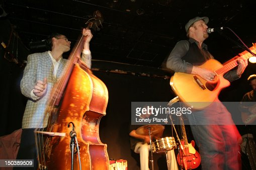 Famous blues bassist Ron Hayward and guests performing at Railway Club. : Stock Photo