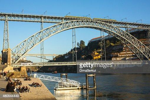 Famoso puente de don Luis I en Ribeira en Porto : Foto de stock
