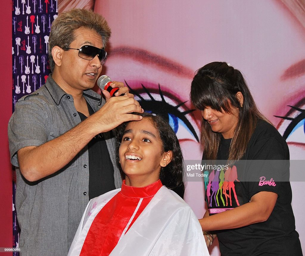 Jawed habib pictures getty images famous hair stylist jawed habib giving a new hair style to people at inorbit mall in urmus Choice Image