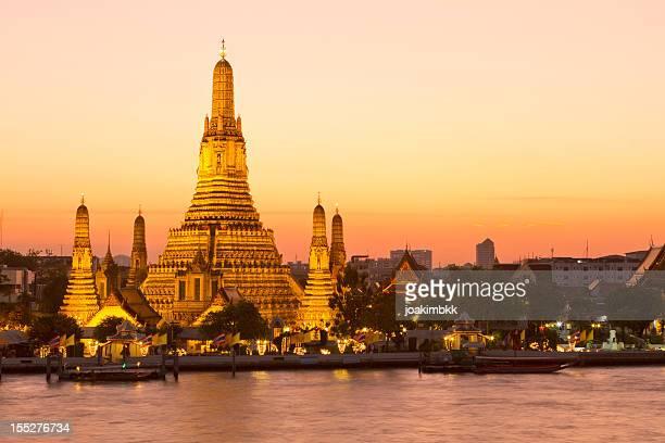 Famous Wat Arun temple in Bangkok at dusk